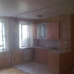 Panel falbontás konyha szoba között